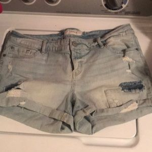 Light wash denim shorts!